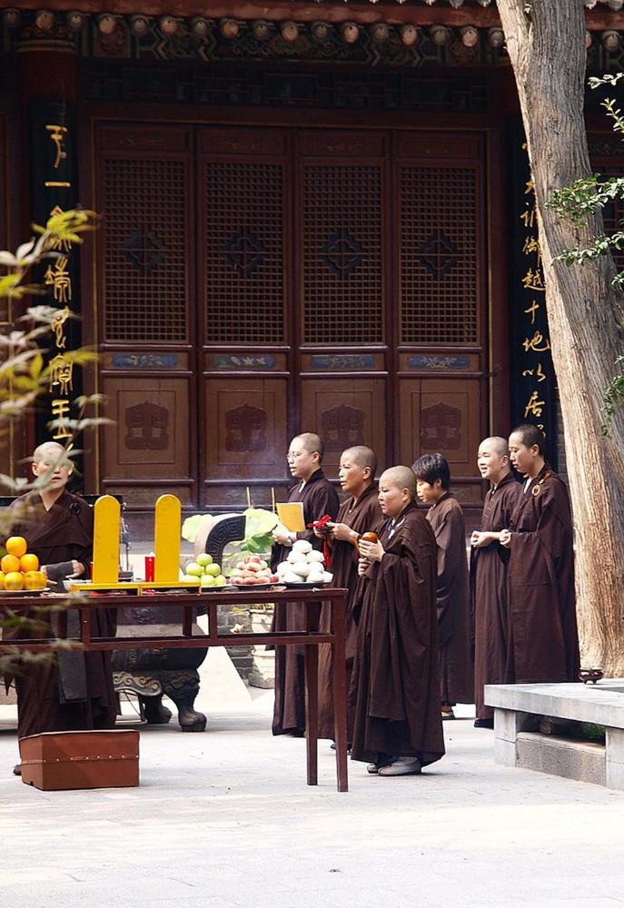 Buddhist nuns and laywomen, Xi'an temple, Shaanxi Province, China